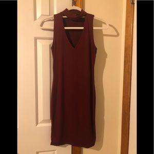 Short v-neck sleeveless dress with collar